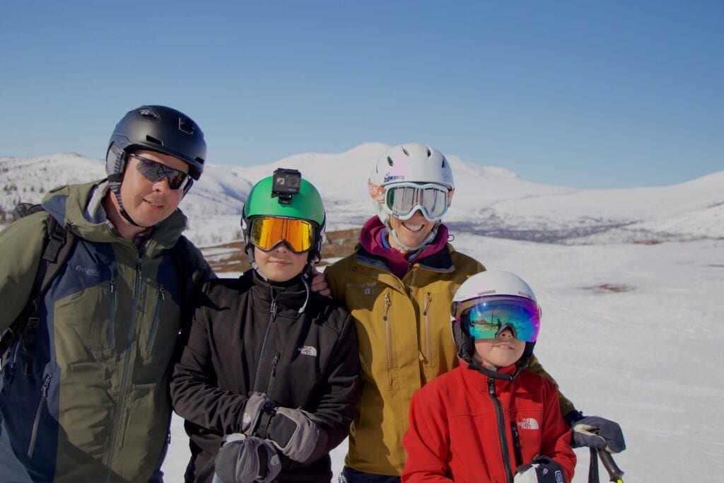 La familia Collin in the snow