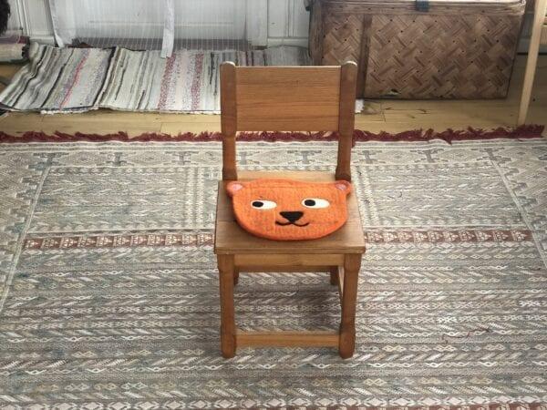 Handfiltat sittunderlag i 100% ull Orange